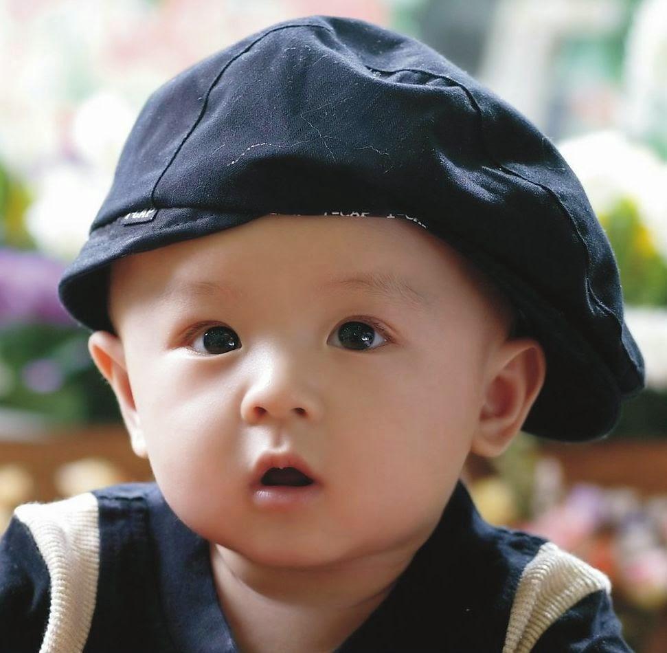 Foto Bayi Ganteng Asal Cina Pakai Topi