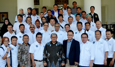 Auri Jaya Lantik Pengurus SMSI Provinsi Jawa Barat