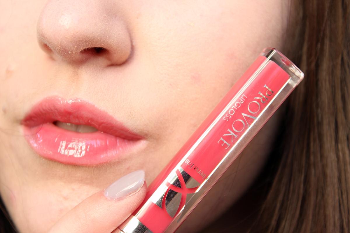 błyszczyk do ust - Shiny Lip Gloss N°11 Candy Pink jak wygląda na ustach