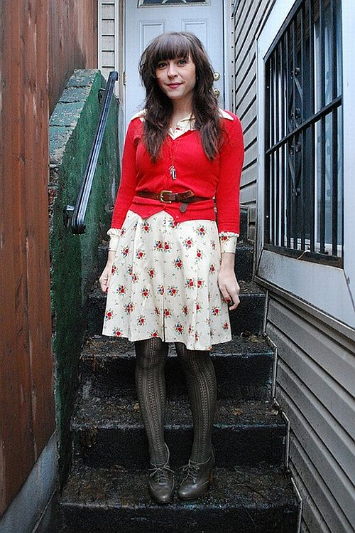street style: lovely outfit with red cardigan and floral print dress