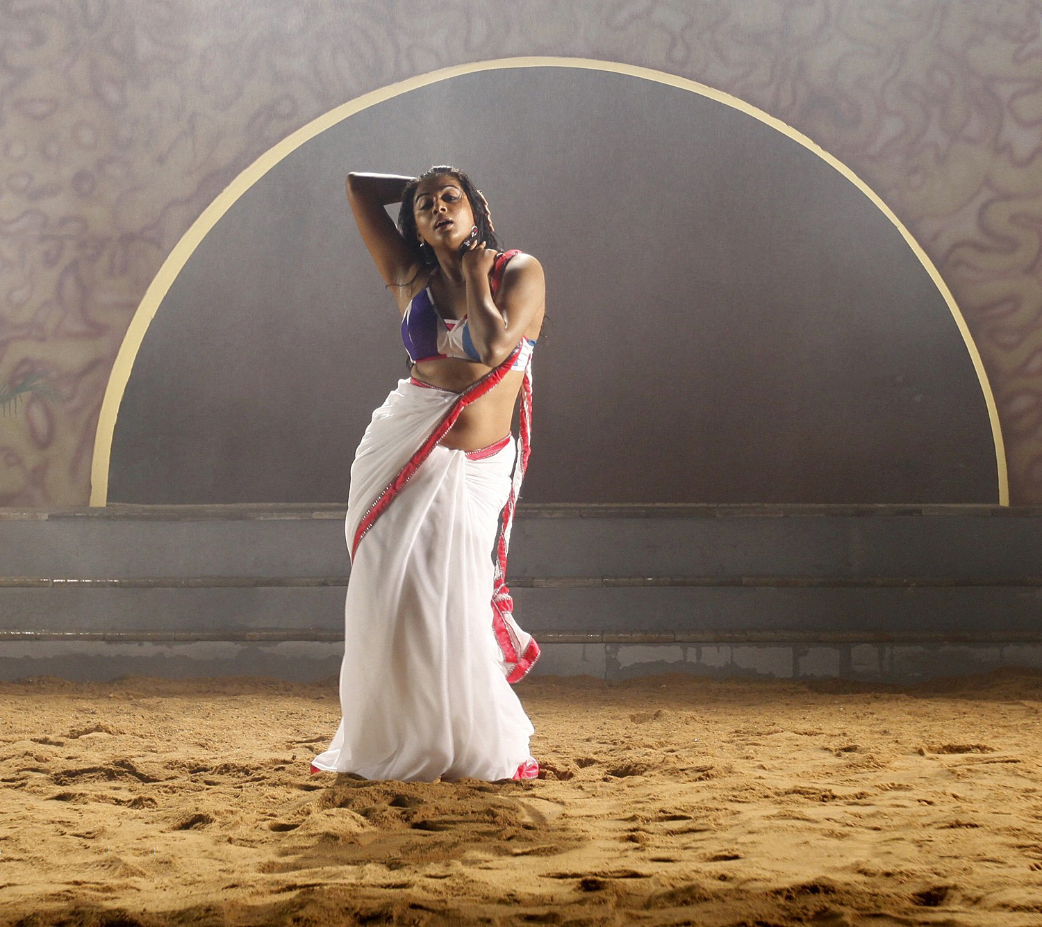 Priyamani unseen pics from tikka white saree