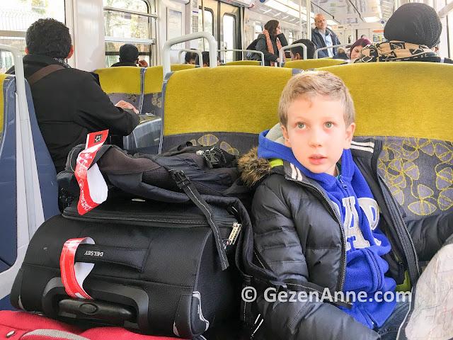 Paris'te toplu taşımada ulaşım, metro, RER trenleri