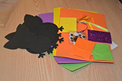 Halloween handprint bat decorations review
