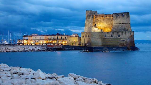 Castell dell'Ovo em Nápoles na Itália