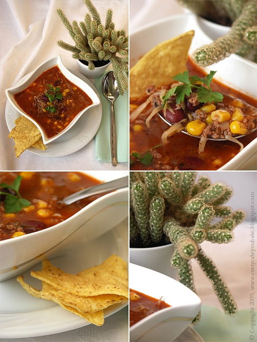 zupa meksykańska z mięsem mielonym, pomidorami i kukurydzą