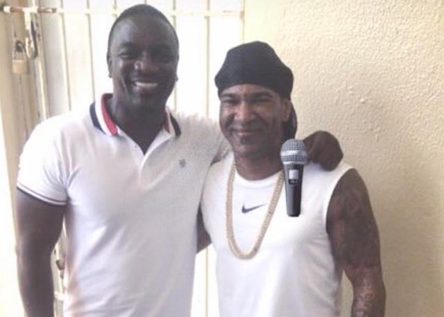 Akon visita a Omega en la cárcel