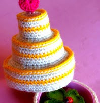 http://www.ravelry.com/patterns/library/birthday-cake-secret-box
