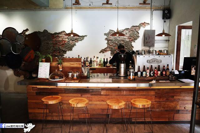 IMG 4752 - 【新竹美食】弄點咖啡COFFEE BAR -位於大遠百巷弄間的老屋咖啡廳,來這裡可以享受都市間的寧靜,甜點、飲品擺盤做工都非常的講究,價格也相當親民!
