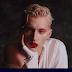 "Arte na POC! Troye Sivan tá todo pop, artístico e colorido no clipe de ""Bloom"""