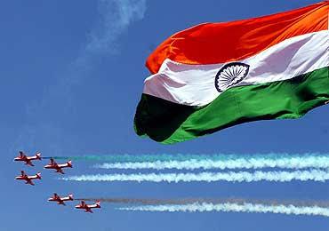 जानिए दुनिया के सबसे शक्तिशाली देशों में भारत का स्थान।