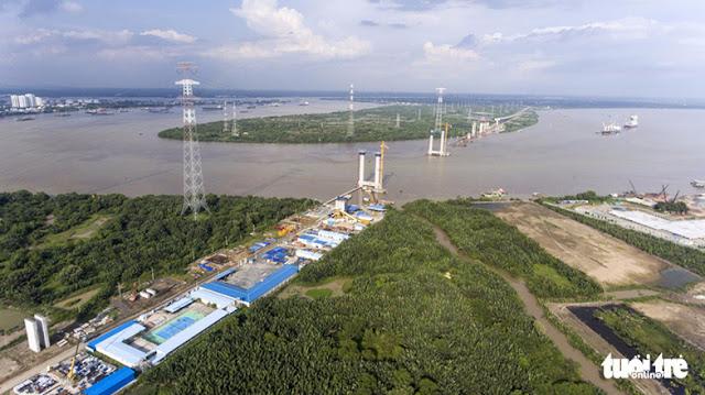 Công tác thi công cao tốc Bên Lức - Long Thành, xây dựng cầu Bình Khánh (ảnh Tuổi Trẻ).