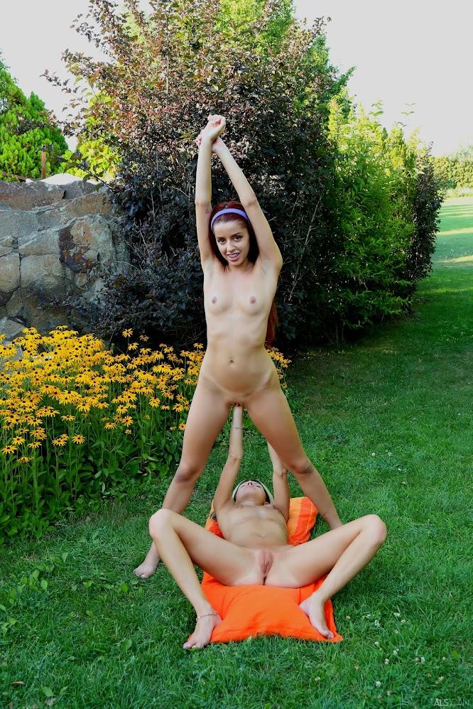 title2:Gina Gerson & Vanna Bardot Elastic Girl - Girlsdelta
