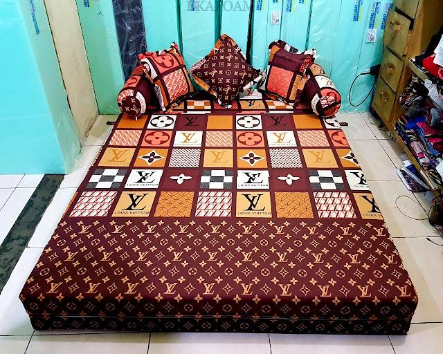 Sofa bed inoac motif  LV atau ELVE Coklat mono posisi kasur inoac normal