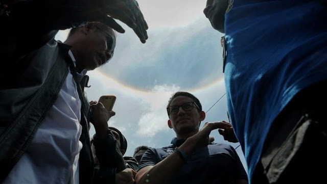 Matahari Bercincin Pelangi Sambut Kunjungan Sandi di Tegal, Warga: Semoga Pertanda Baik