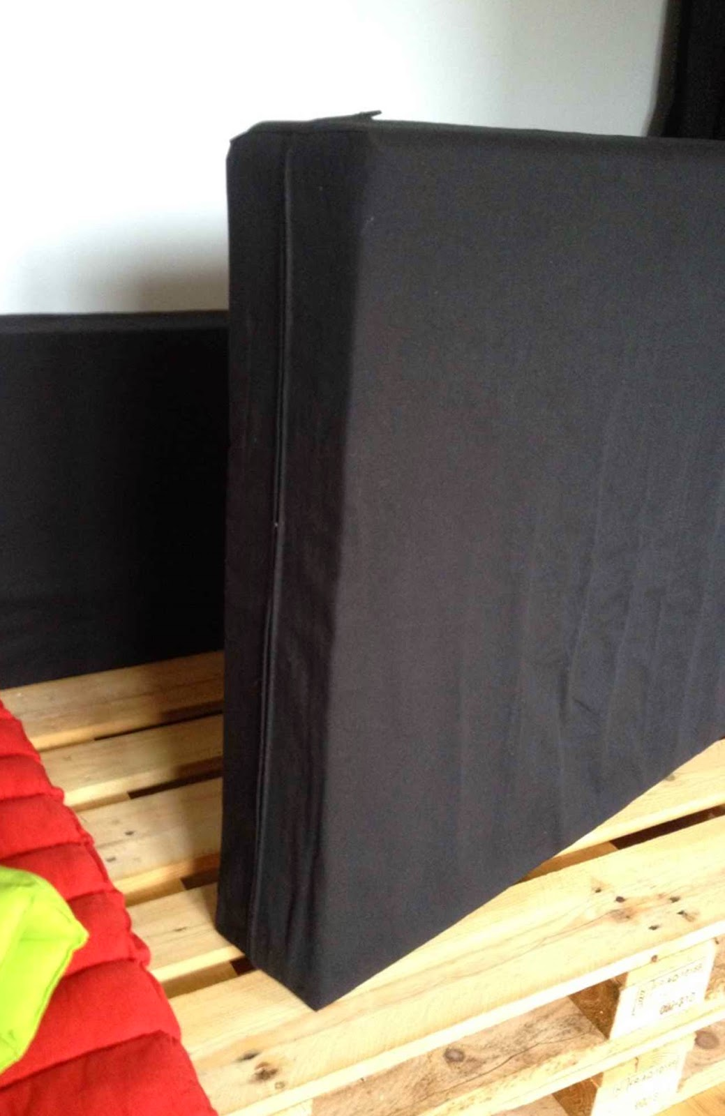 une housse pour ma pomme housses de mousse pour canap en palettes. Black Bedroom Furniture Sets. Home Design Ideas