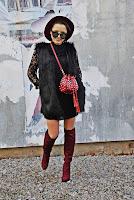 http://www.karyn.pl/2017/11/czarna-koronkowa-sukienka-i-bordowe.html