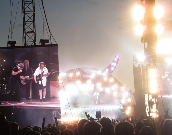 PauMau blogi nelkytplusblogit ac/dc kokoonpano konsertti suomi 2015 angus young kitaristi