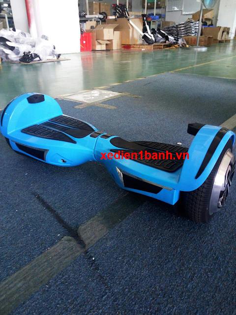 xe điện nhảy màu xanh