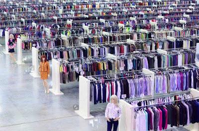 xưởng sản xuất quần áo hàng loạt