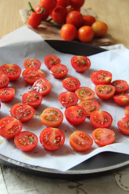 Pomodorini al forno con timo e aceto balsamico