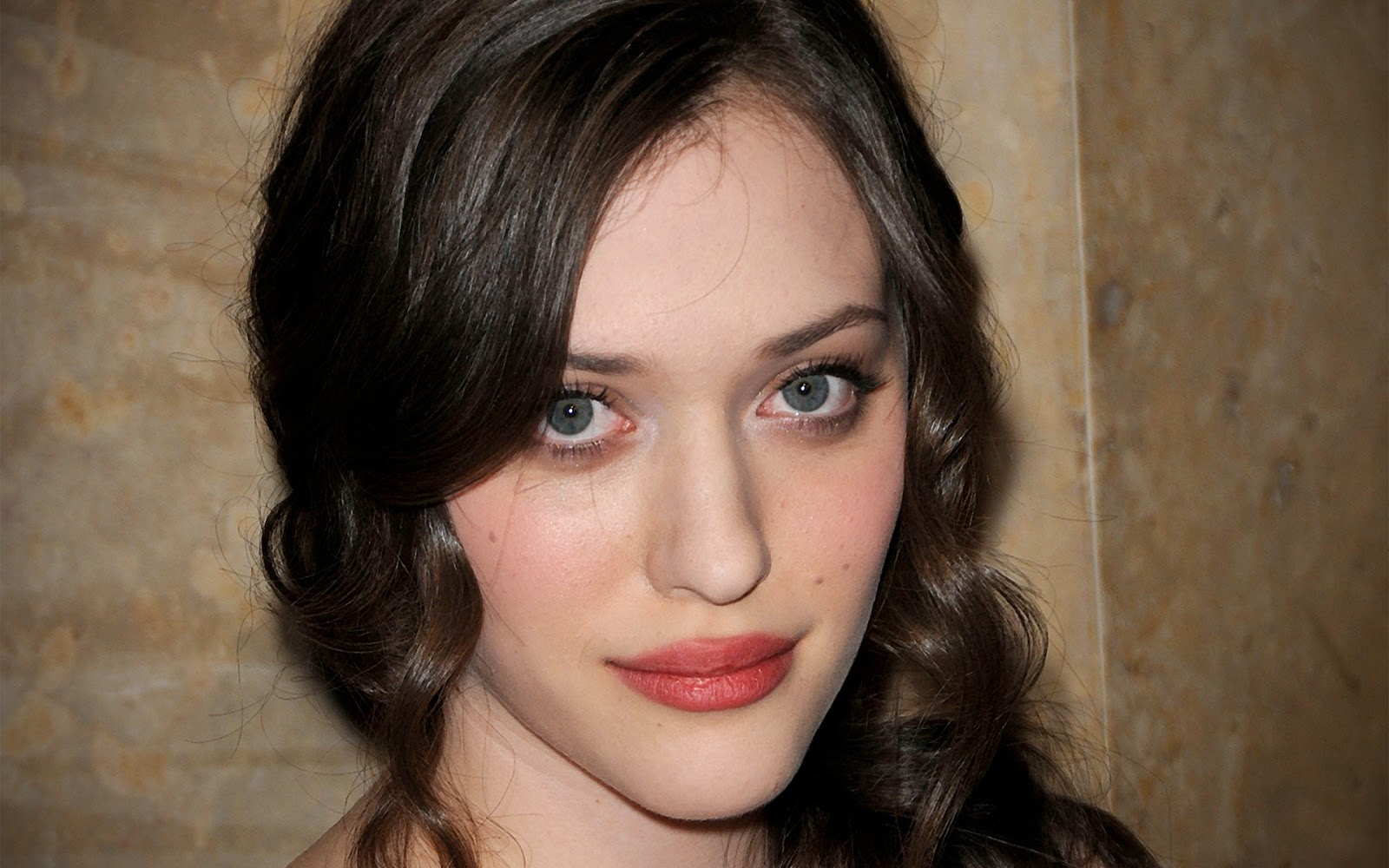 Kat Dennings Photos  Tv Series Posters And Cast-2009