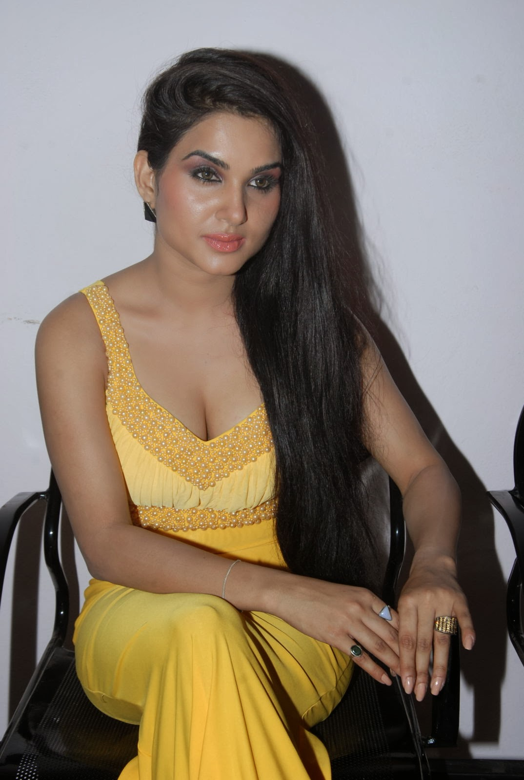 Kavya Singh hot pics, Kavya Singh sexy photos, Kavya Singh HD wallpaper, Kavya Singh in yellow dress, Sorry Teacher movie actress hot pics