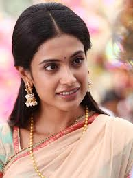 Sarah-Jane Dias Family Husband Son Daughter Father Mother Age Height Biography Profile Wedding Photos