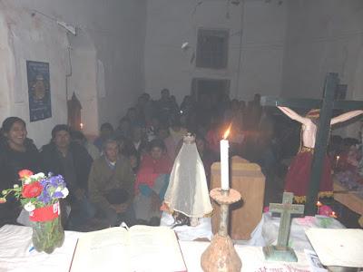 Abendgottesdienst in Mojinete bei Kerzenschein