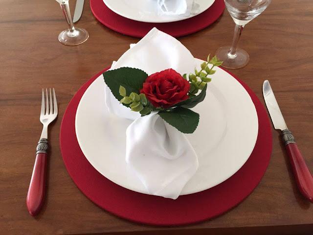 Resultado de imagem para mesa posta com vermelho