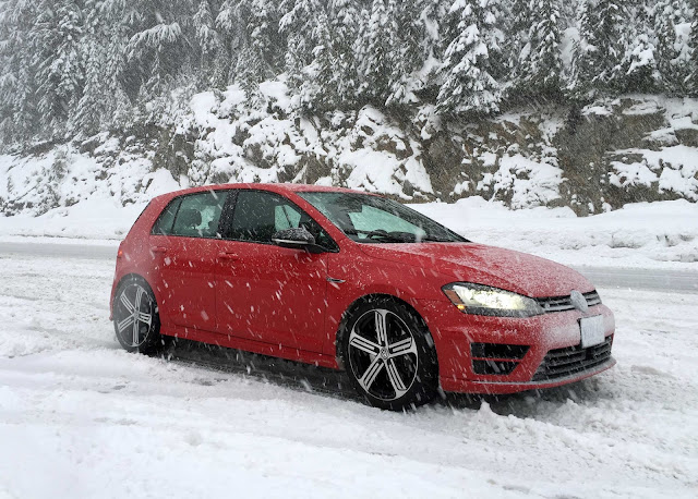 Volkswagen Golf R snow