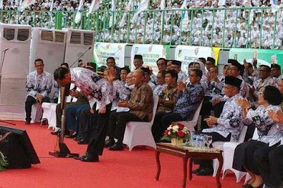 Jokowi Janji Tak Akan Hapus Tunjangan Sertifikasi