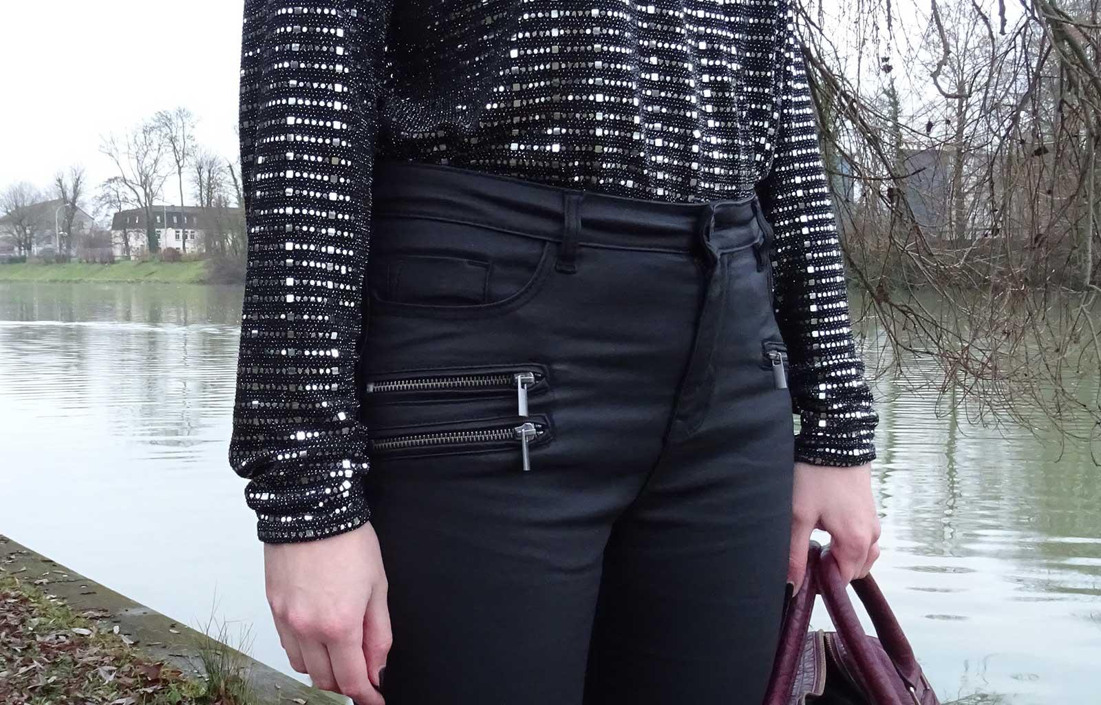 Look : Total black