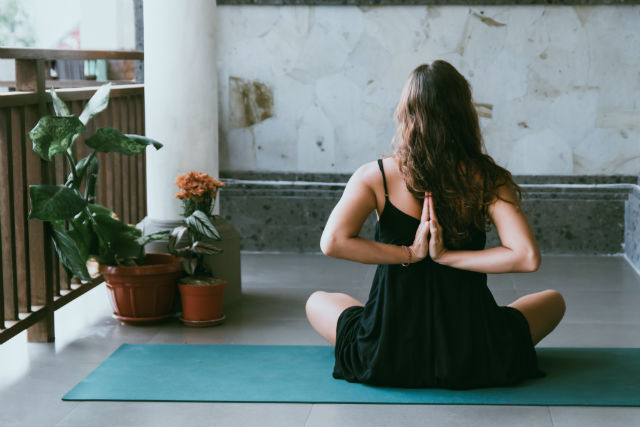 Yoga deporte top para un estilo de vida saludable
