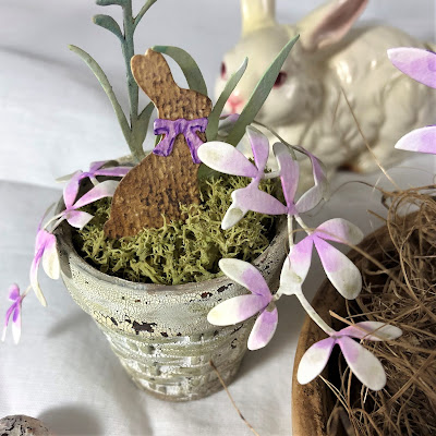 Sara Emily Barker https://sarascloset1.blogspot.com/2019/03/tiny-easter-table-decor.html Easter Table Decor Tim Holtz Sizzix Wildflower Stems Springtime Side-Order 6