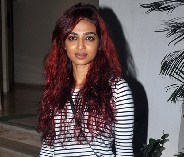 radhika-apte-in-t-shirt