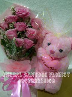 Buket tangan dan boneka mawar pink
