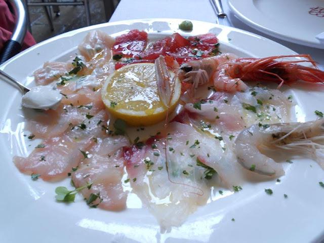 ヴェネツィアのAntiche Carampaneで海鮮カルパッチョを頂く