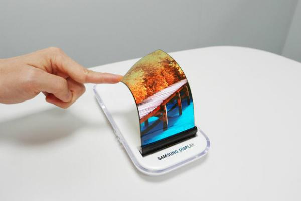 سامسونغ تكشف عن موعد تقديم غالاكسي X بشاشة قابلة للطي