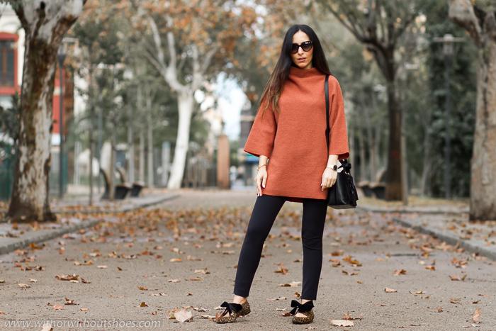 Blogger influencer de moda valenciana con ideas de looks para vestir con estilo