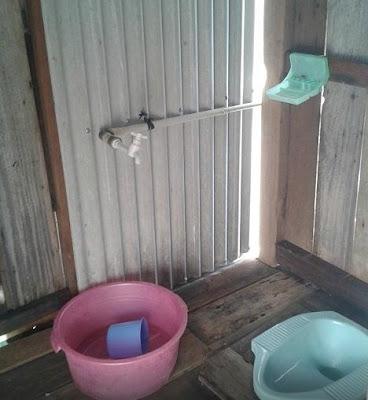 kamar mandi luar wisma apung
