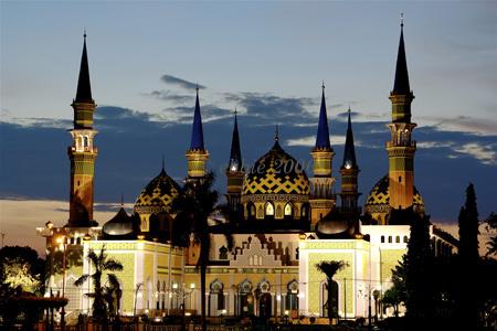 Majelis Al Mukti Masjid Agung Tuban Laksana Panorama Dongeng
