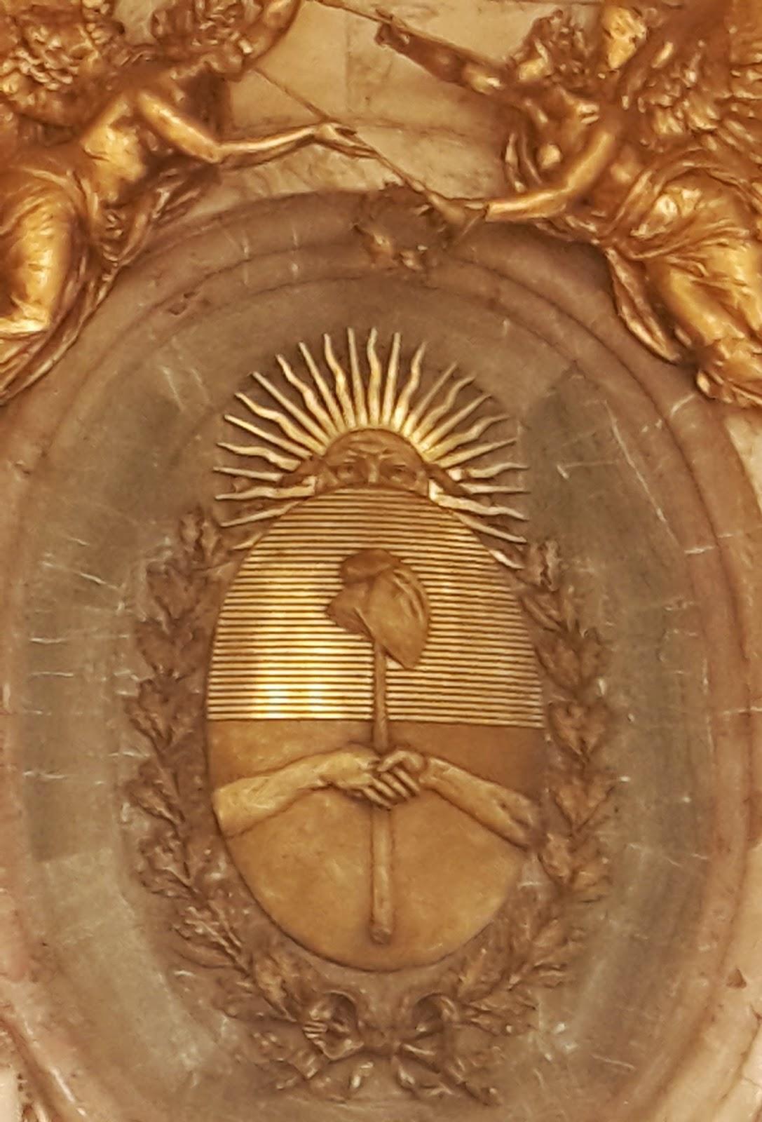 Her ldica en la argentina escudo nacional en el sal n for Marmol blanco nacional