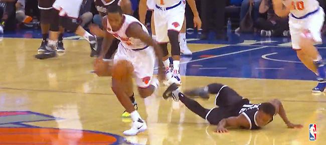 Top 10 NBA Plays: October 8 (VIDEO)