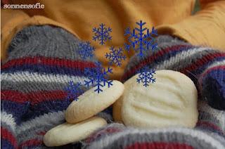 http://sonnensofie.wordpress.com/2013/11/20/schneeflockchen/