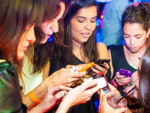 83% da população brasileira usa a internet pelo celular, são mais de 23,7 milhões de adultos e adolescentes