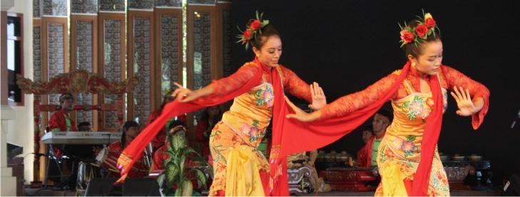 Kostum Tari Jaipong Dan Properti Yang Digunakan Dalam Pertunjukan