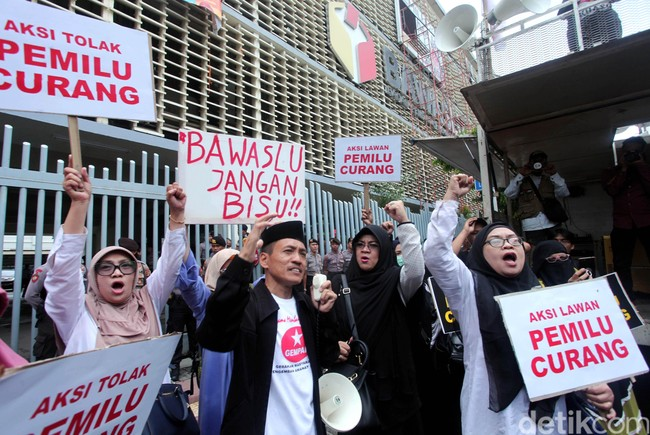 'Menyikapi Pernyataan Kapolri, Aktivis Betawi Bang Jalih Pitoeng : Saya Siap Ditembak Ditempat'