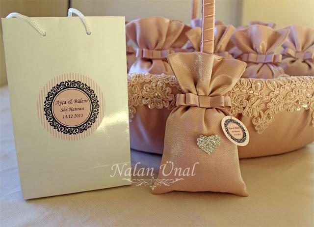 nişan/söz hediyeliği için etikeli, swarovski taşlı lavanta kesesleri