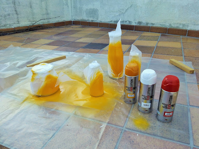 Como pintar botellas de cristal con spray