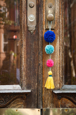 pom pom, diy home decor, diy projects, do it yourself projects, diy, diy crafts, diy craft ideas, diy home, diy decor